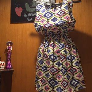 Dresses & Skirts - Fun zig zag print dress
